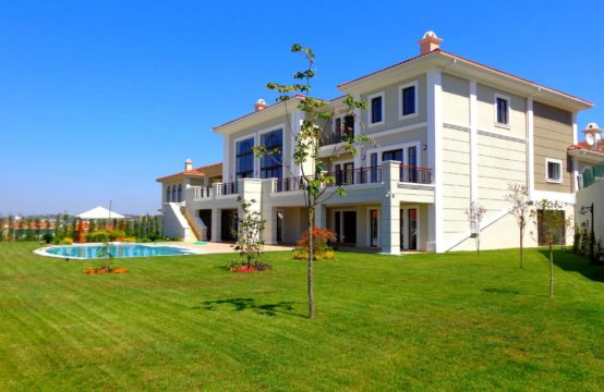 A luxurious villa is up for sale in buyukcekmece